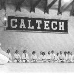 1973 - Ohshima Sensei a Cal Tech, Pasadena.  Ohshima Sensei con il primo club di Karate Universitario negli Stati Uniti d'America.