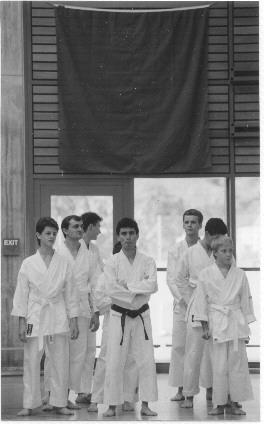 1994 - In attesa della presentazione della Accademia della SAG.  Tradizionalmente, ogni anno l'accademia della SAG Gordola presenta le sue sezioni, tra le quali la Sezione di Karate di Ticino Shotokan.